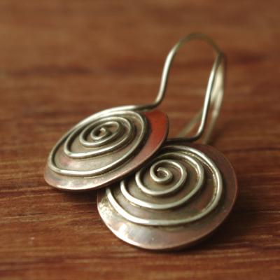 Boucles d'oreilles en cuivre et argent signées Adeline Beaujoin, créatrice de bijoux uniques et contemporains