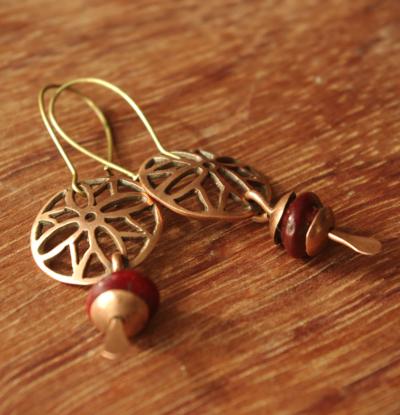 Boucles d'oreilles de créateur en cuivre et pierre naturelle et fermoirs en argent 925.